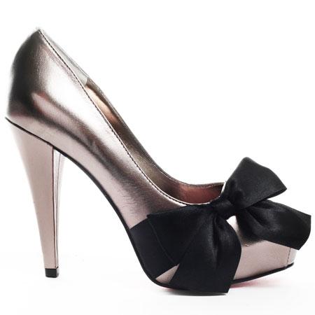 ZPH081_OUT Why All Women Like Paris Hilton Shoes?
