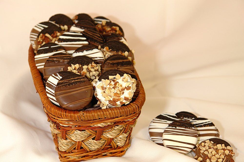 baskets 35 Most Mouthwatering Romantic Chocolate Gifts