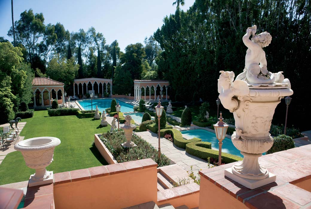 beverly-hills-estate-yard Top 10 Most Expensive Houses in The World