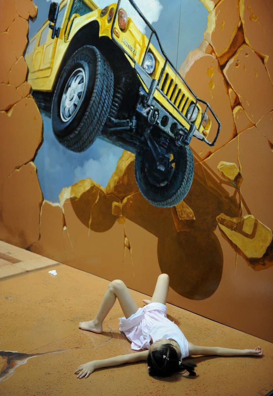 car-accident 25 Strangest Wall Paintings