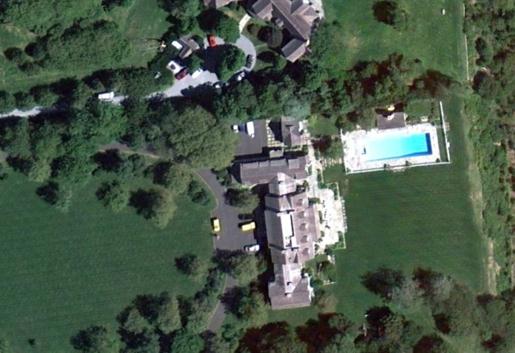 comedian-jerry-seinfeld-paid-116671-on-his-further-lane-home-in-east-hampton Top 15 Most Expensive Celebrity Homes