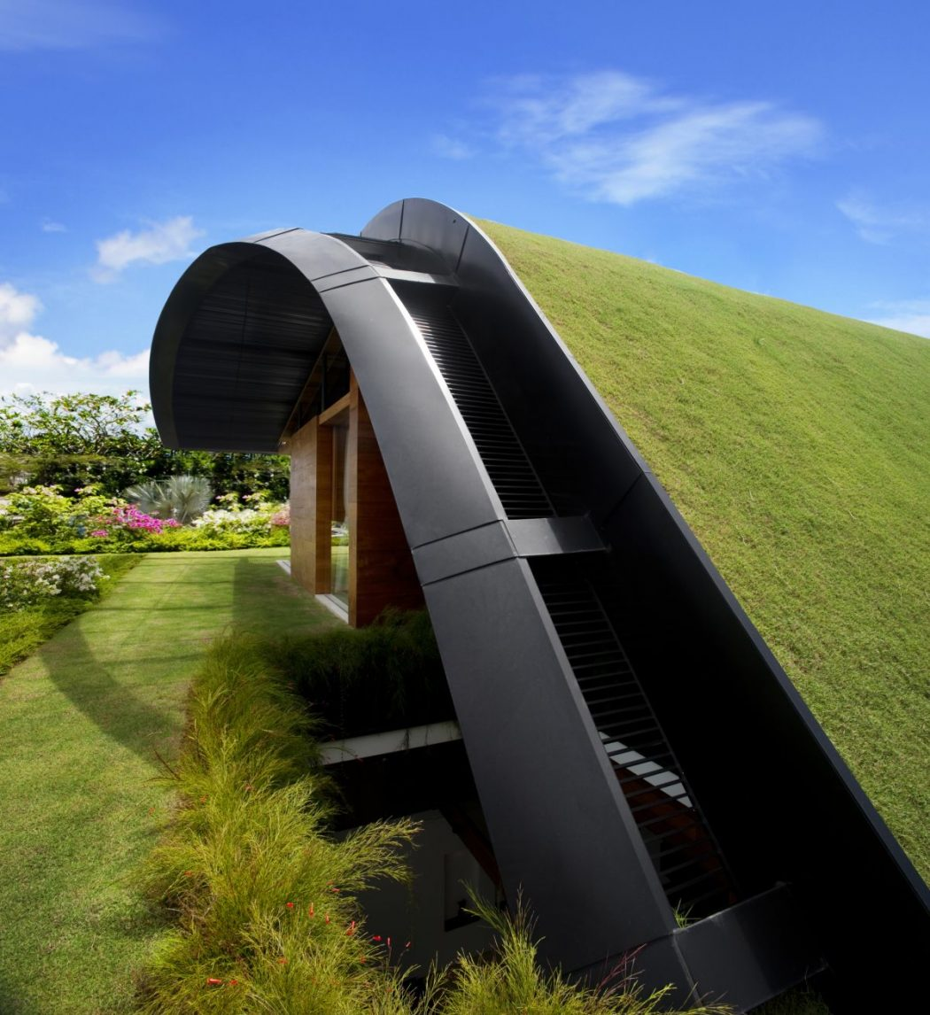 contemporary-house-with-roof-garden-for-2013-design-reference Decorating The Roof To Look Like A Paradise