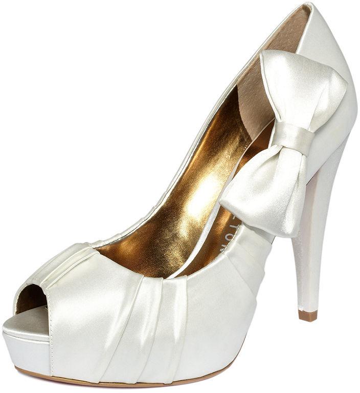 d040c1564264a459e3270227c800439d_best Why All Women Like Paris Hilton Shoes?