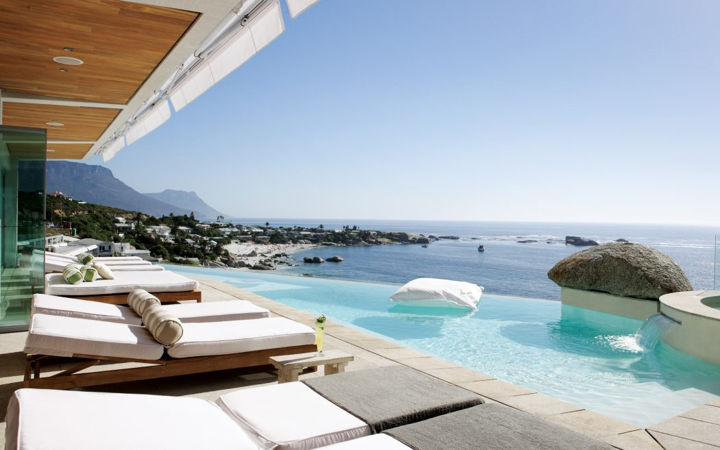 deck1 14 World's Most Luxurious Retreats in The World