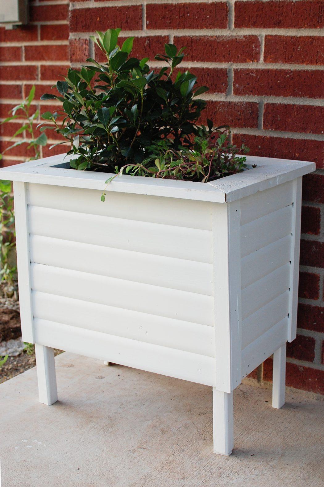 diyboxplanter4 10 Fascinating and Unique Ideas for Portable Gardens