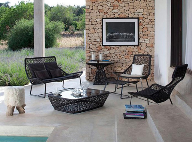 exclusive-black-outdoor-furniture-ideas How Do You Choose Your Balcony Furniture?