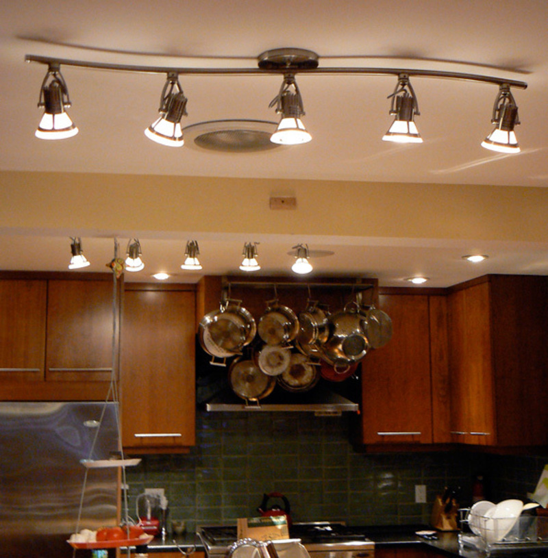 The best designs of kitchen lighting pouted online for Kitchen lighting design