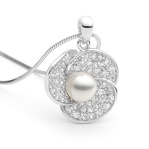 flower-shaped-pendant Best 30 Inspiring Jewelry Designs