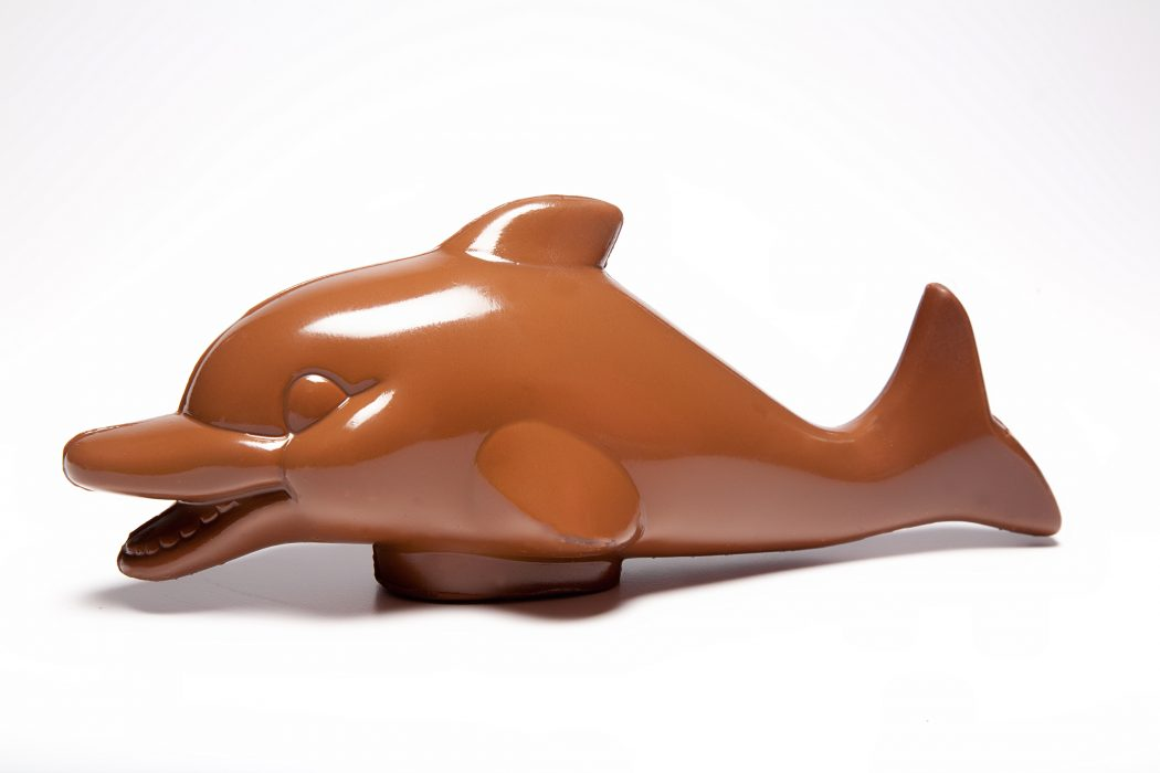 gift-shop-li-lac-dolphin 35 Most Mouthwatering Romantic Chocolate Gifts