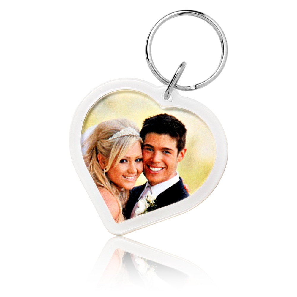 heart-acrylic-keychains-key96-clear-tt-zoom 20 unique wedding giveaways ideas