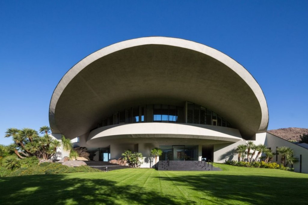 item1.rendition.slideshowWideHorizontal.bob-hope-palm-springs-estate-ss02 Top 15 Most Expensive Celebrity Homes
