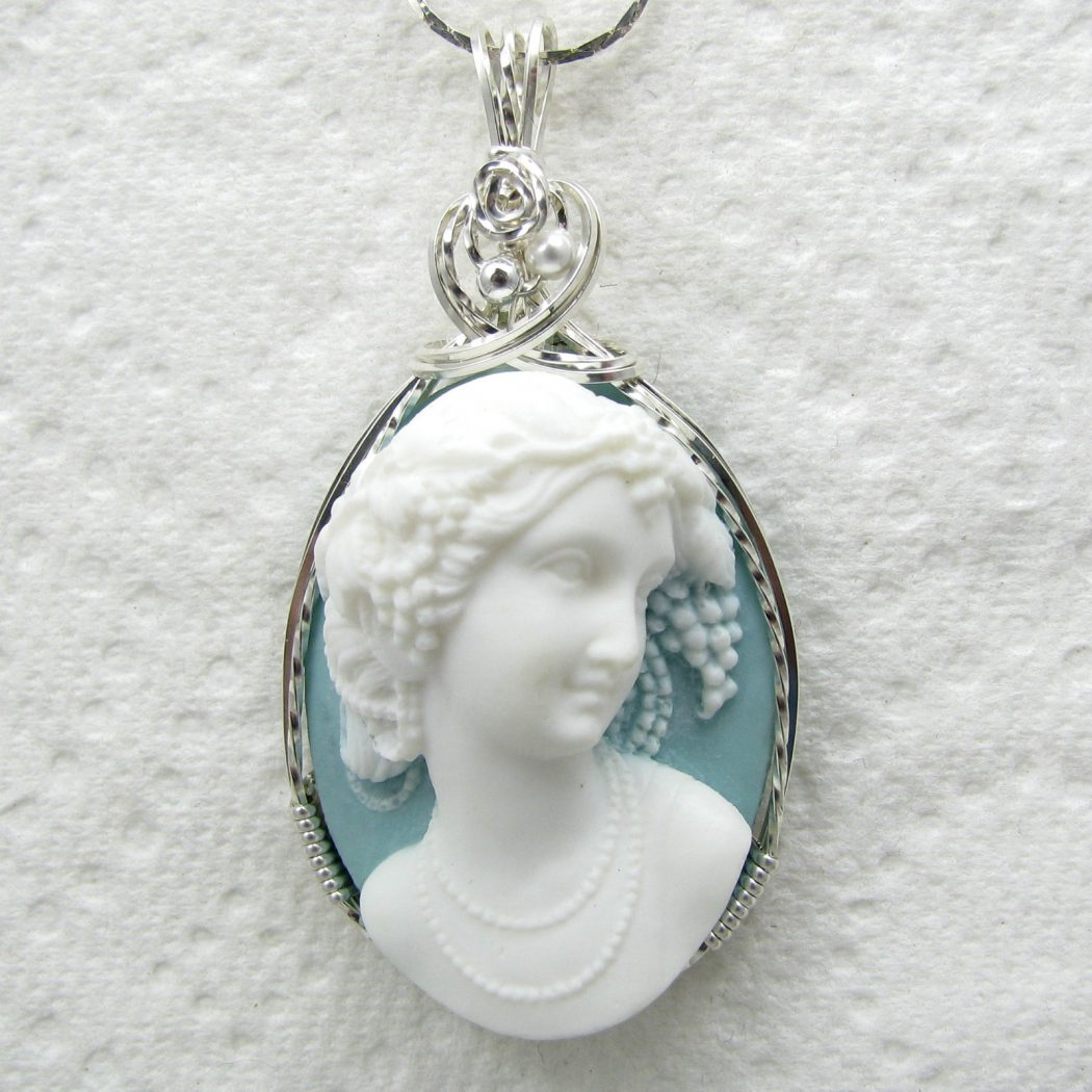 lady-cameo 35 Goddess Jewelries for Those Who Like History
