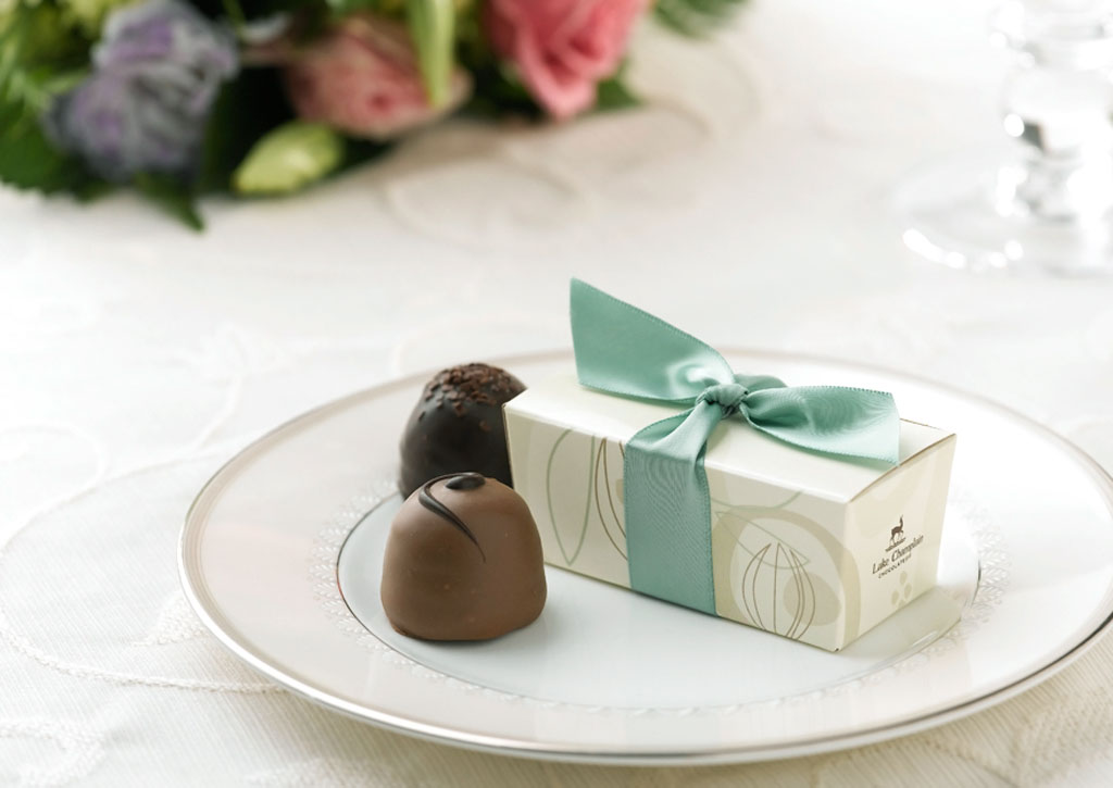 lake-champain-chocolates- 20 unique wedding giveaways ideas