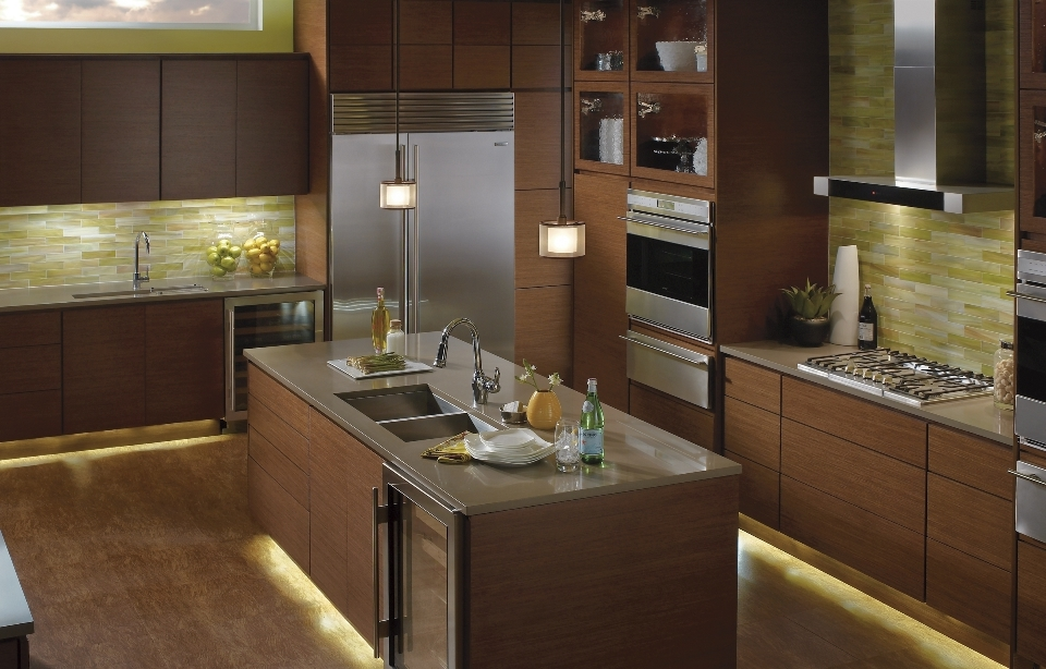 led-lighting-kitchencabinetandfloorlighting960x6141 LEDs 10 uses in Architecture
