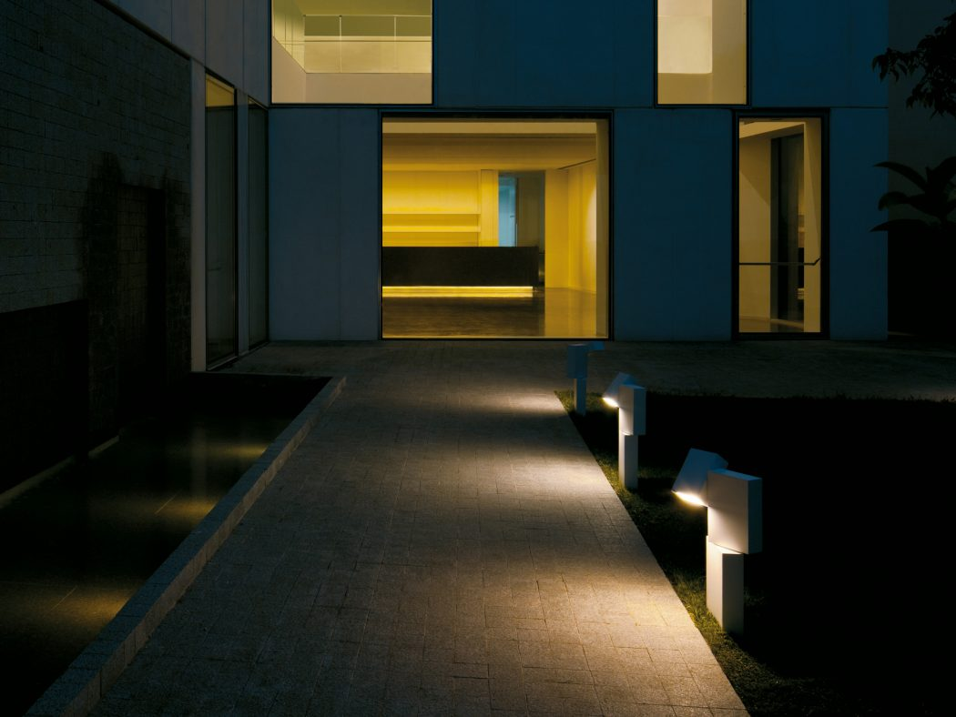lightened-path-to-entrance-in-the-garden LEDs 10 uses in Architecture
