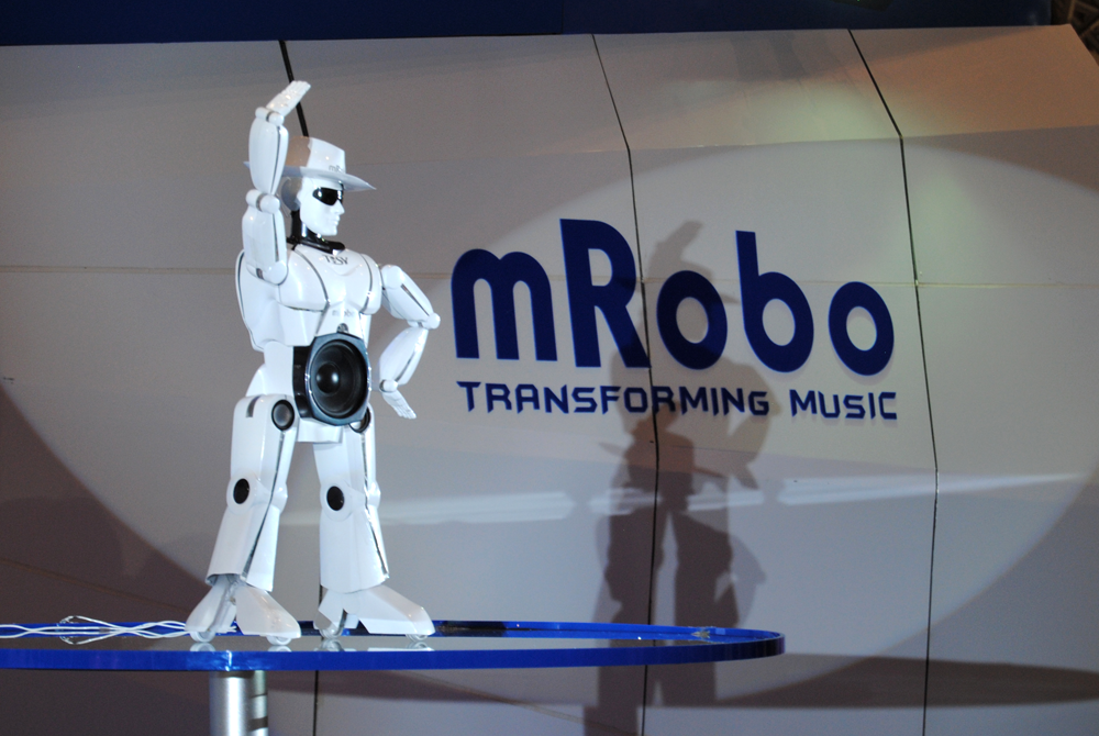mRobo Are you stressed? Watch these Robots Dancing Gangnam Style