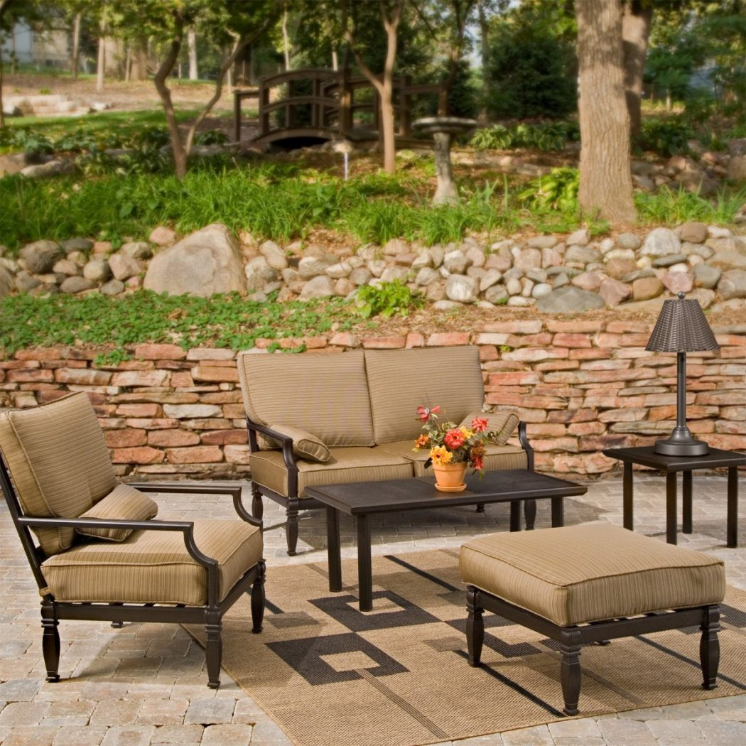 master_CRN038 3 Tips Of How To Choose An Outdoor Rug To Your Patio