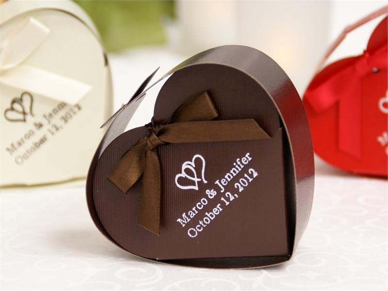 personalized-chocolate-heart-favor-box-100pc-800x600 20 unique wedding giveaways ideas