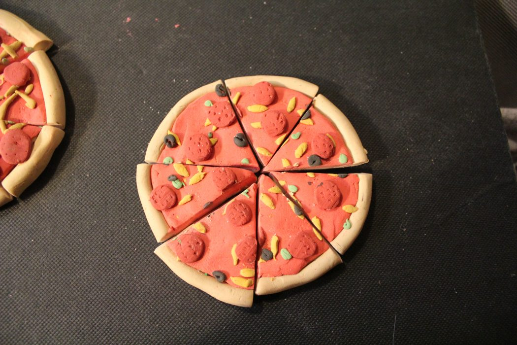 pizza_noms___polymer_clay_project_by_elvaneyl- Stunning and Unique Clay Art Project Ideas