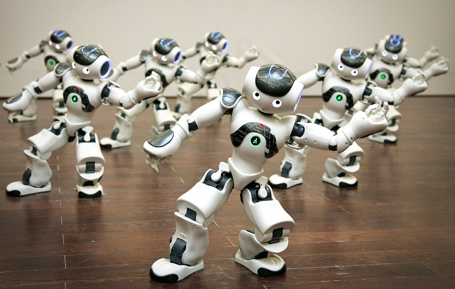 programmable-humanoid-nao-robots-perform-a-dance-at-the-shanghai-expo-2010 Are you stressed? Watch these Robots Dancing Gangnam Style