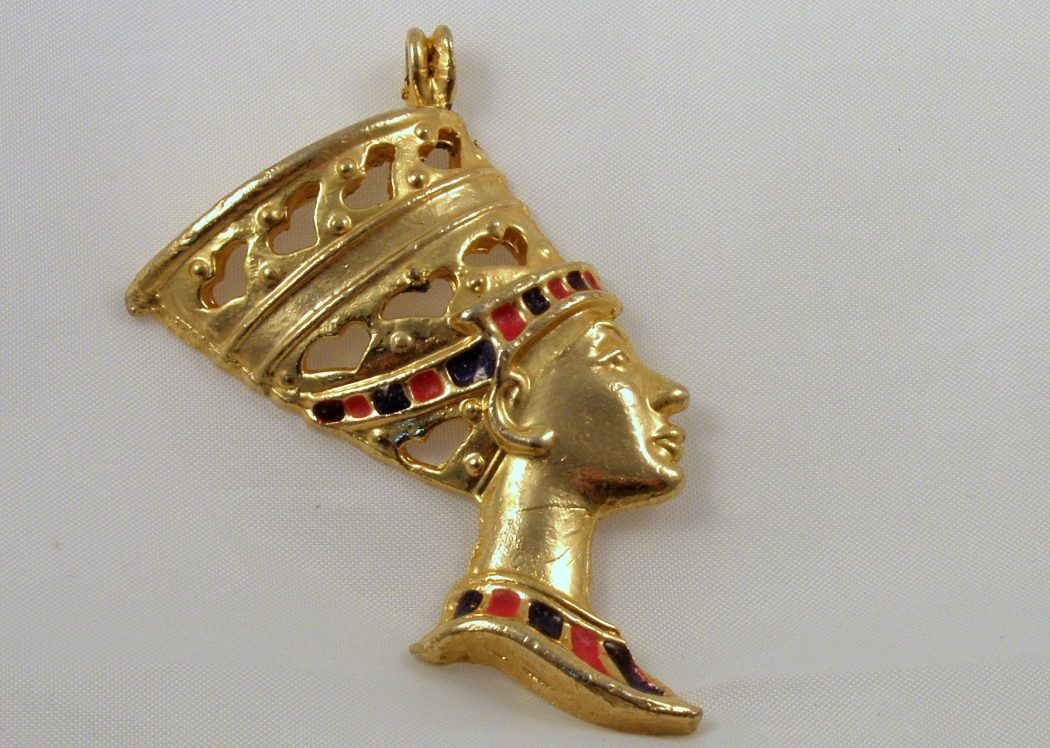 queen 35 Goddess Jewelries for Those Who Like History