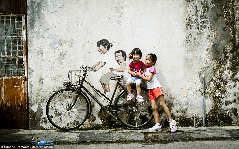 riding-bike 25 Strangest Wall Paintings
