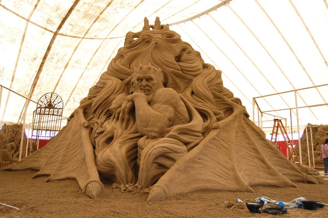 sculpture Learn How to Make Sand Art By Following These Easy Steps