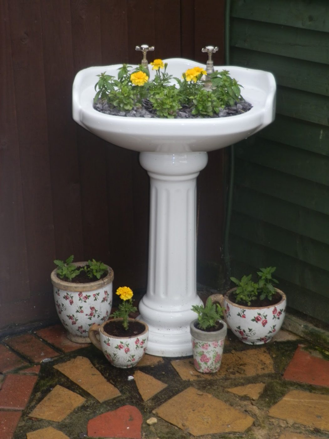 sink-planters 10 Fascinating and Unique Ideas for Portable Gardens