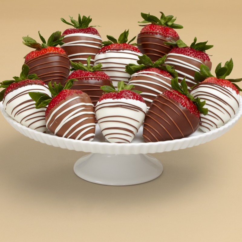 strawberries 35 Most Mouthwatering Romantic Chocolate Gifts
