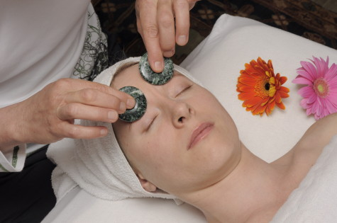 Cloud-9-Facial-Massage-475x315-1 6 Ways Of Treatment By Stones And Jewelry