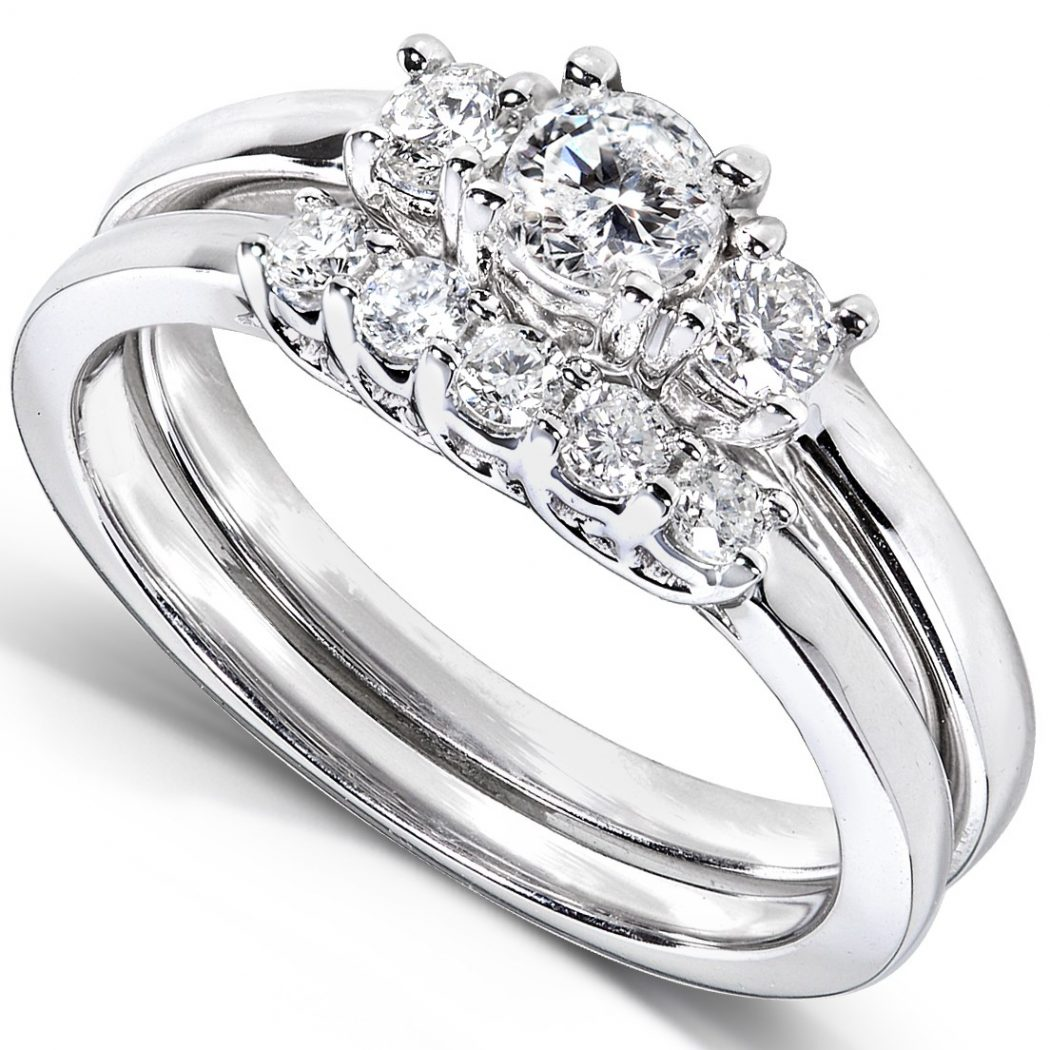 Diamond-Wedding-Ring-Set-in-14k-White-Gold Surprise Your Fiance With Diamond Engagement Ring, But How !!