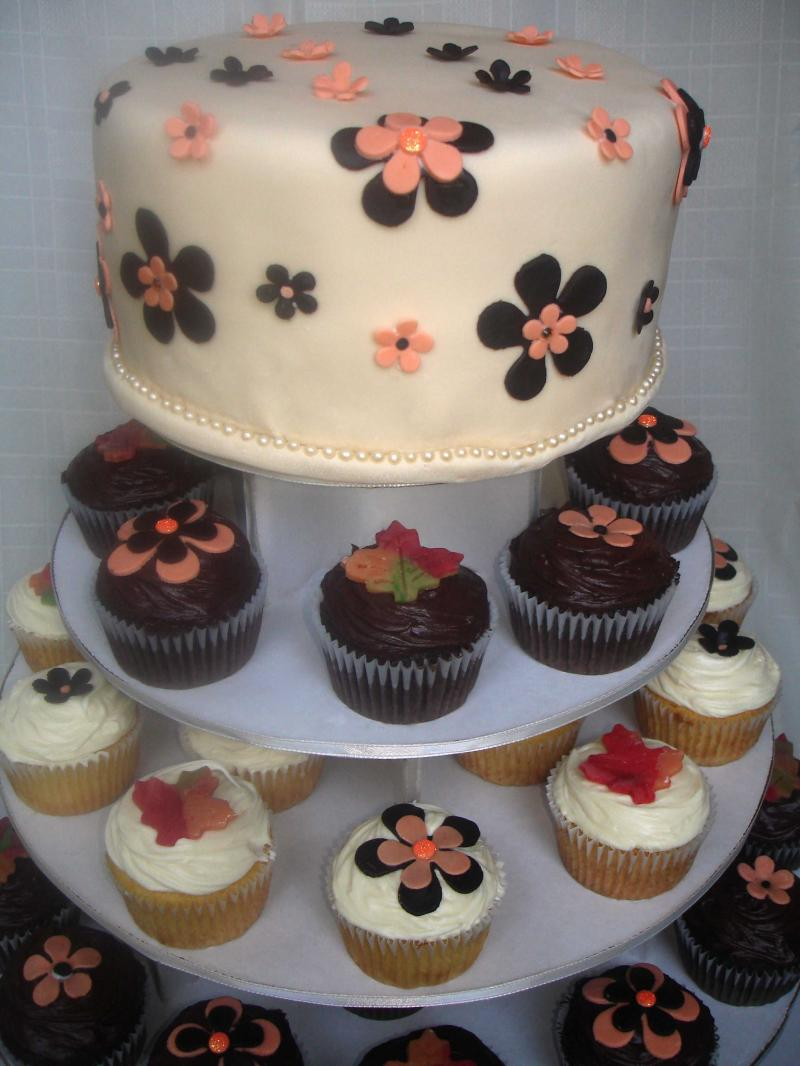 Dolce_Cupcake_Tree_with_AJs_Moonlight_Bakery_Wedding_Cake_44200313_std Cupcakes Are So Easy To Be Made At Home