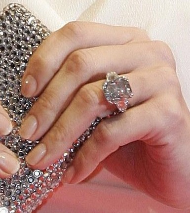 Jennifer-Lopez-Blue-Diamond-Ring-385x431 The 10 Most Expensive Wedding Rings In The World