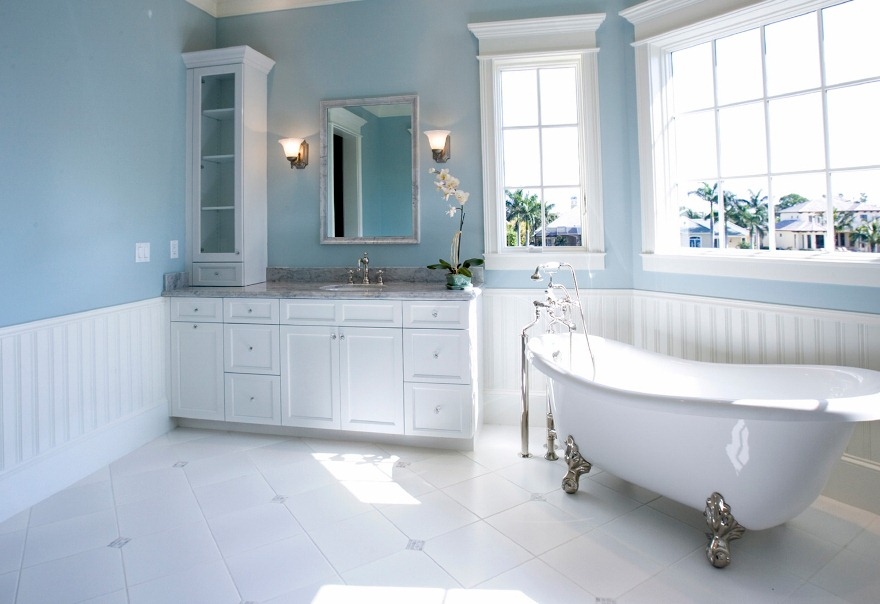 Luxurious-Bathroom-Ideas-in-Pure-White Fabulous And Stunning Colorful Bathrooms to Renew Yours