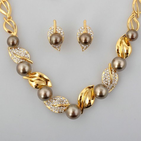 Wholesale-retail-New-Fashion-Crystal-font-b-Brown-b-font-font-b-Pearl-b-font-font-475x475 What Are The Best Types Of Pearls For Evenings And Occasions?
