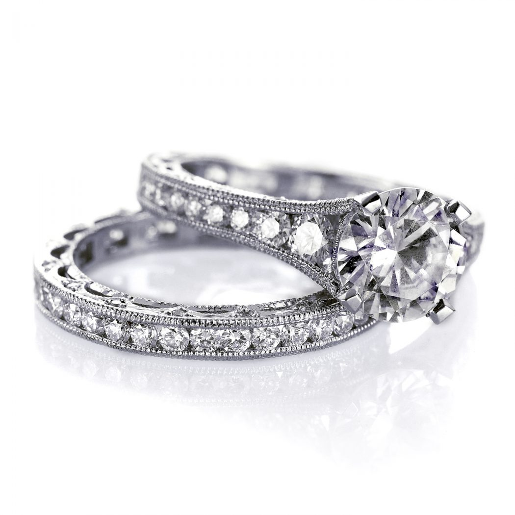 ht2510-fedrico-shot-of-2-rings1 Surprise Your Fiance With Diamond Engagement Ring, But How !!