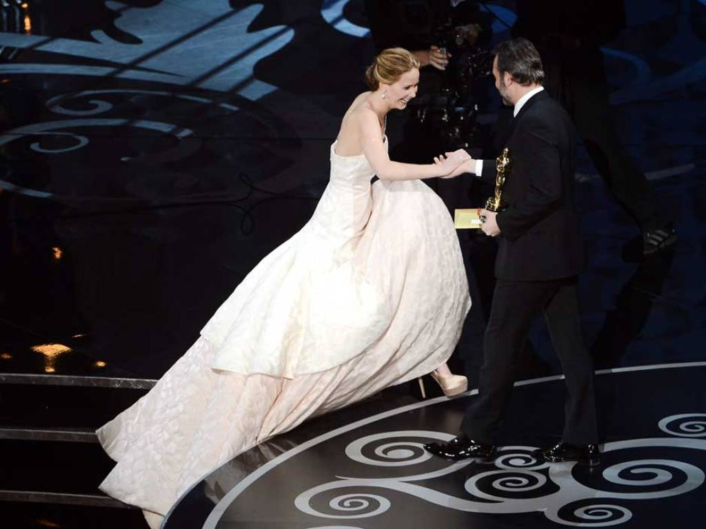 jennifer-lawrence-fall-4 Best 10 Images for Awards in 2013