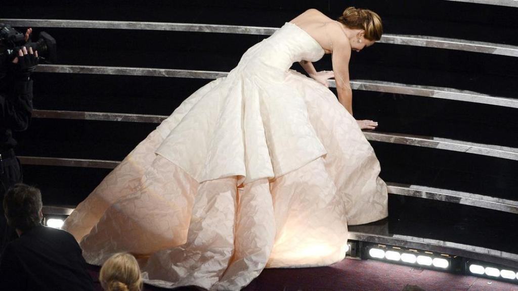 jennifer-lawrence-oscars-fall-2013 Best 10 Images for Awards in 2013