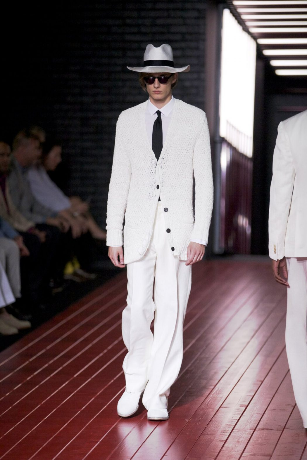 large-brimmed-straw-hat-Spring-2013-Fashion-Trends-John-Varvatos What Are The Latest Fashion Trends of Men's Hats?