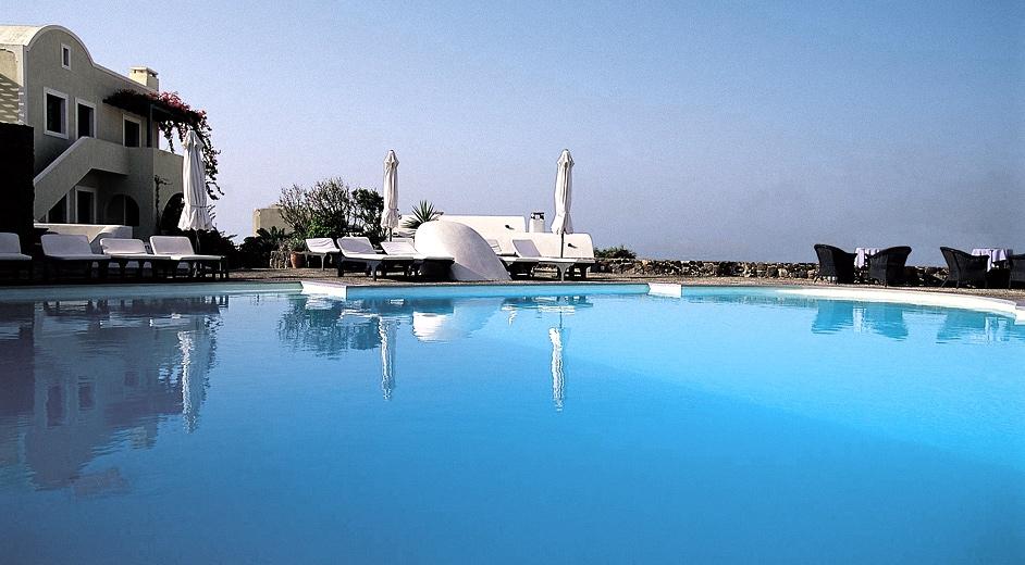 luxury_spa_resort_santorini_vedema_pool Top 10 Most Luxurious Honeymoon Destinations