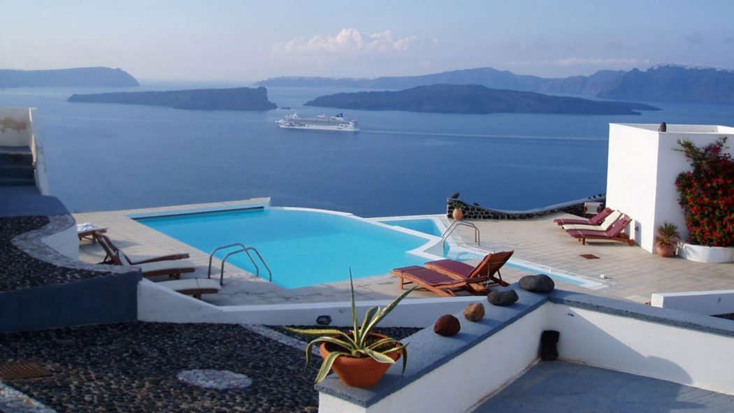 natural-santorini-island-place-full-of-snow Top 10 Most Luxurious Honeymoon Destinations