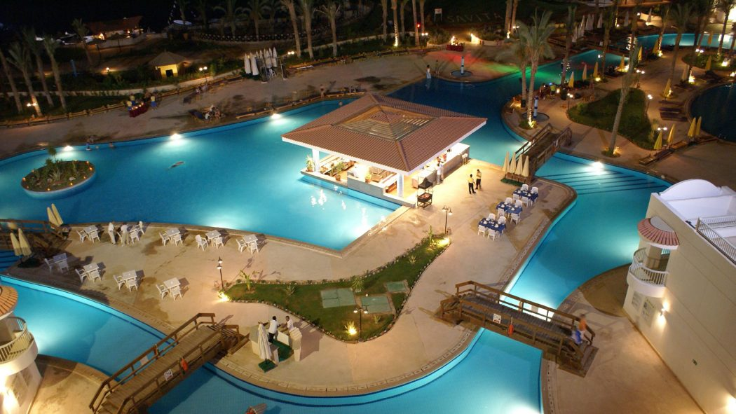 restauran-Hurghada-tourism-spot Top 10 Most Luxurious Honeymoon Destinations