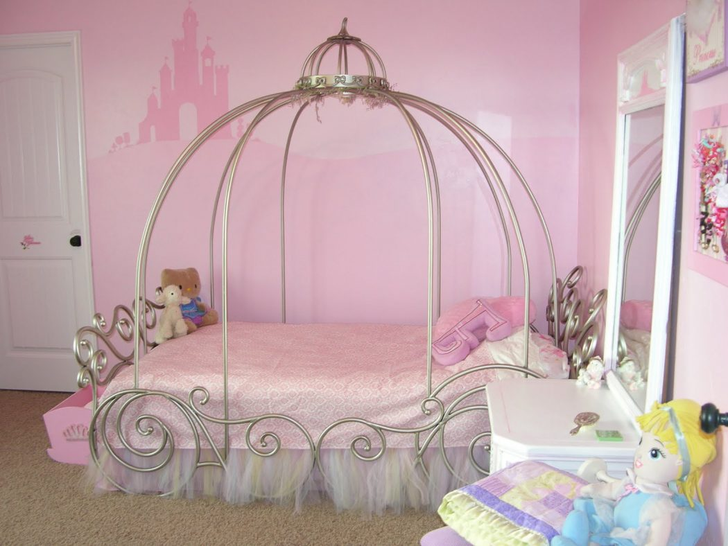 2-little-girls-bedroom-3 Girls' Bedroom Decoration Ideas and Tips
