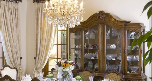 8 elegant victorian style dining room designs decorating for Victorian dining room decorating ideas