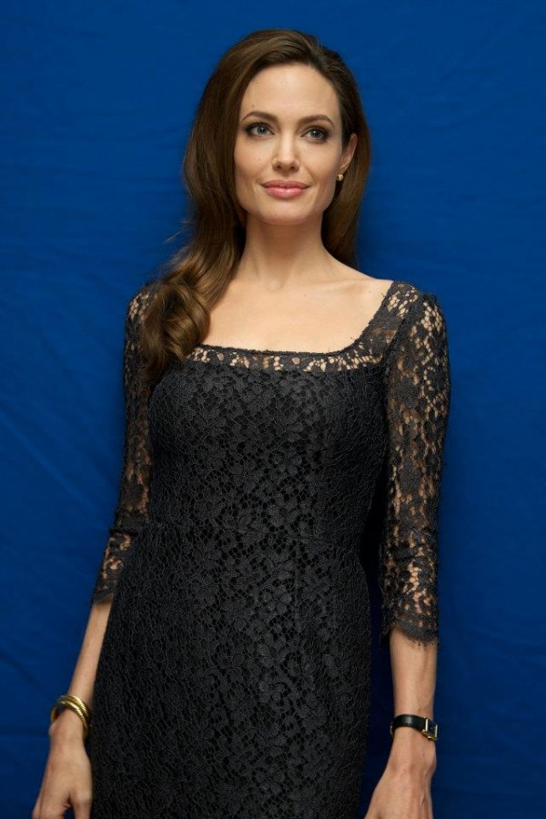 Angelina-Jolie-in-Dolce-Gabbana-black-lace-dress-2 The Most Famous Celebrities Clothing Brands