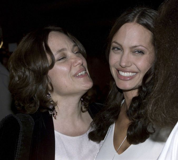 Angelina-with-her-mother The Secret of Angelina Jolie's Double Mastectomy Is Now Revealed