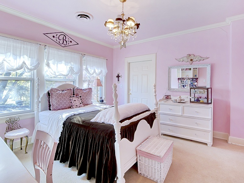 Avondale-Street-Fort-Worth-young-girls-room Girls' Bedroom Decoration Ideas and Tips