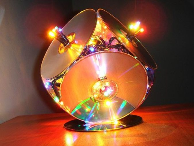 CD-lamp-handmade-christmas-gift-ideas 23 Most Creative Handmade Gift Ideas