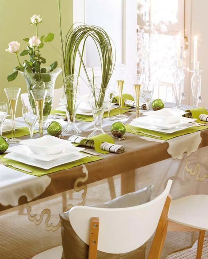 Classic-dining-room-christmas-decorating-ideas How to Decorate Your Home Using Flowers