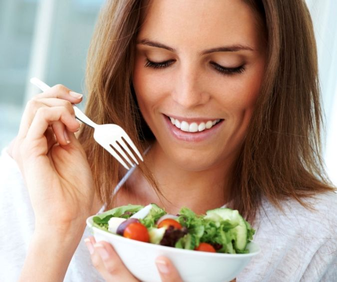 Eating-salad Do You Suffer from Insomnia?